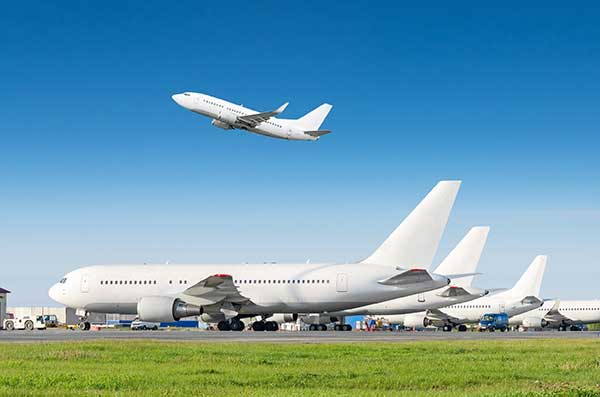 Energy News | U.N. Airline Emissions Reduction | Airplane Taking off